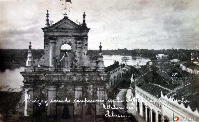 Un viejo y destruido campanario de la iglesia de La Punta.