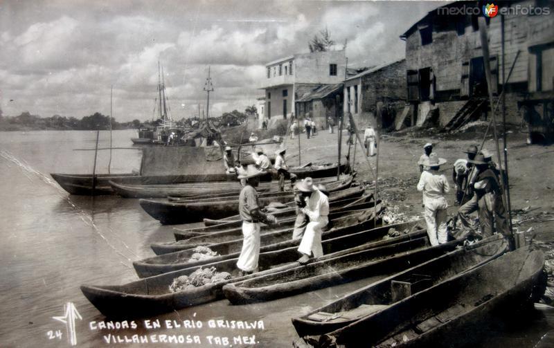 Canoas en el Rio Grijalva.