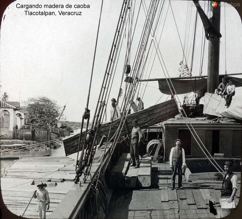 Cargando madera de caoba Tlacotalpan, Veracruz.
