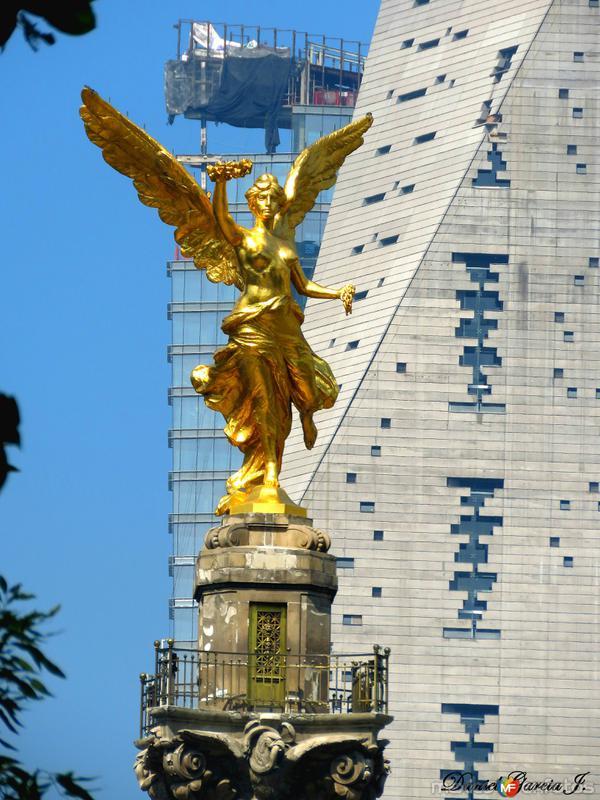 El Angel con los nuevos guardianes de reforma.