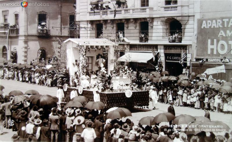 Desfile del primer centenario de la Independencia de Mexico 16 de Septiembre de 1910 Ciudad de México.