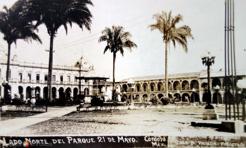 Lado norte del parque 21 de Mayo por el fotografo Juan D Vasallo ( Circulada el 10 de Octubre de 1926 ).