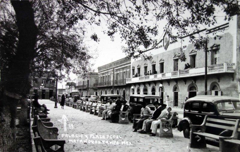 Palacio y La Plaza principal.