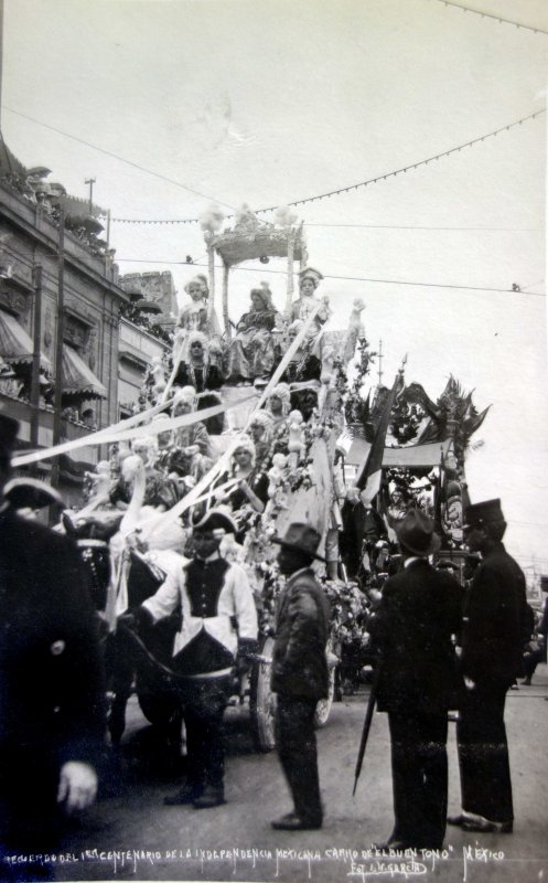 Recuerdo del centenario de la independencia Mexicana carro de El Buen Tono por el fotografo E V Garcia ( 1910)