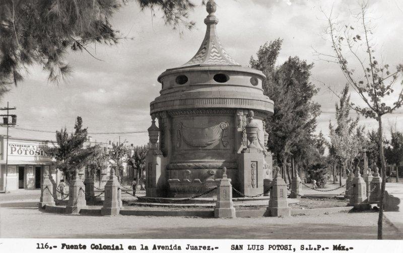 Caja del Agua, en la Avenida Juárez