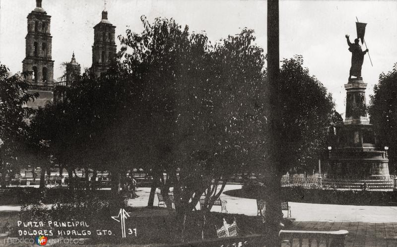 Plaza Principal y Monumento a Miguel Hidalgo