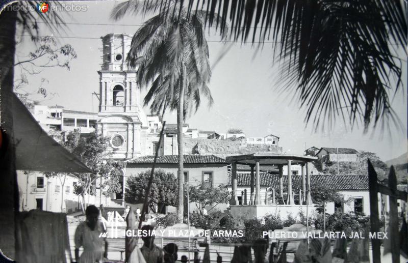 Iglesia y La Plaza de Armas.