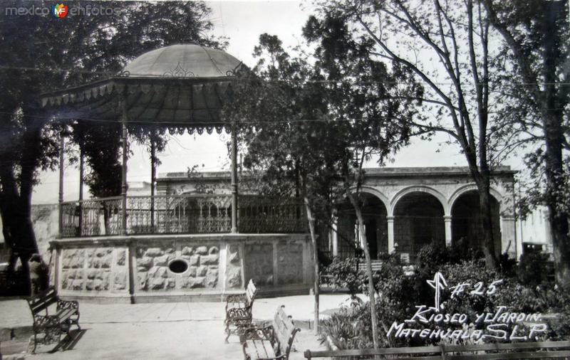 Kiosko y Jardin ( Circulada el 8 de Octubre de 1955 ).