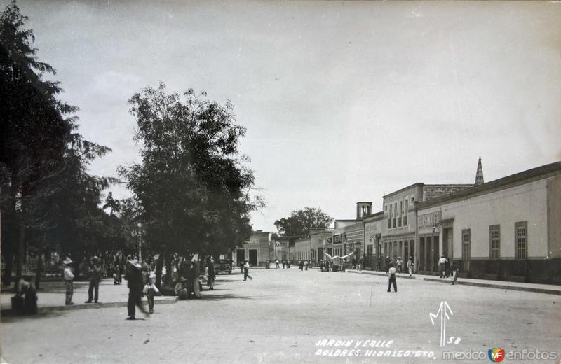 Calle y Jardin.