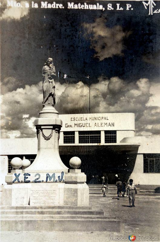 Monumento a la Madre ( Circulada el 28 de Agosto de 1956 ).