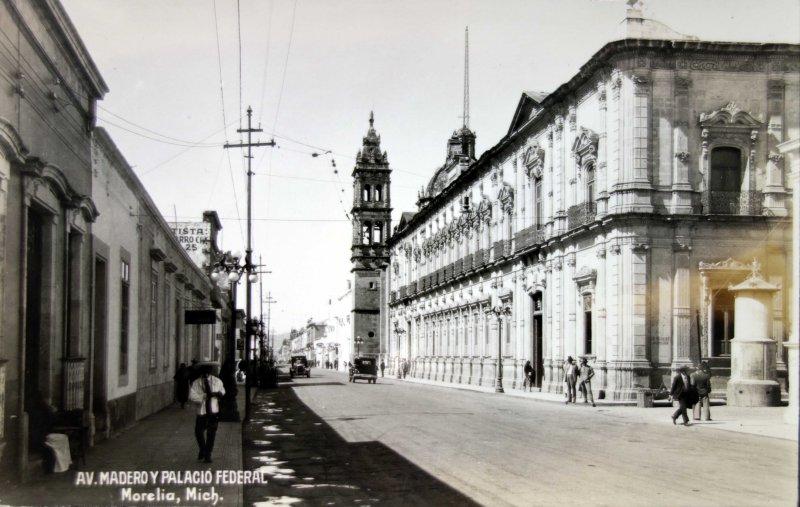 Avenida Madero y Palacio Federal.