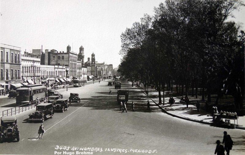 Avenida hombres ilustres por el Fotógrafo  Hugo Brehme.