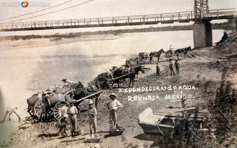 Tipos mexicanos vendedores y Expendedores de agua. ( Circulada el 20 de Marzo de 1927 ).