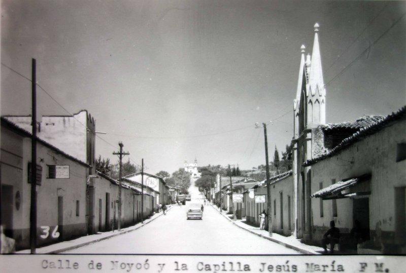 Calle de Noyoo y capilla de Jesus Maria.