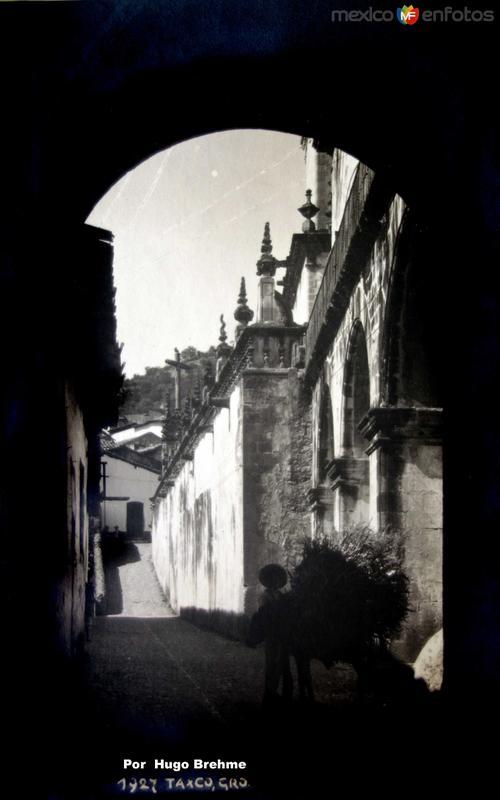 Escena callejera por el Fotografo Hugo Brehme.