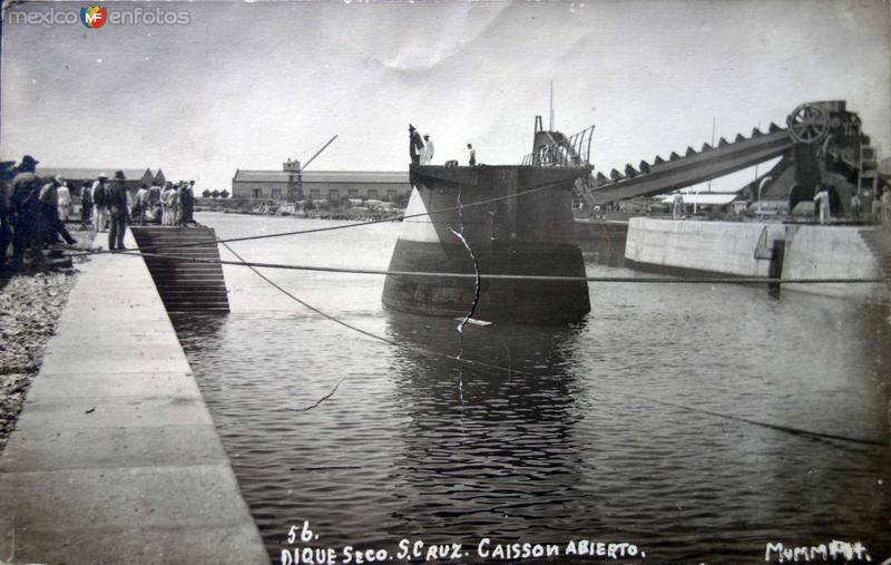 Dique seco ( Circulada el 2 de abril de 1913 ).