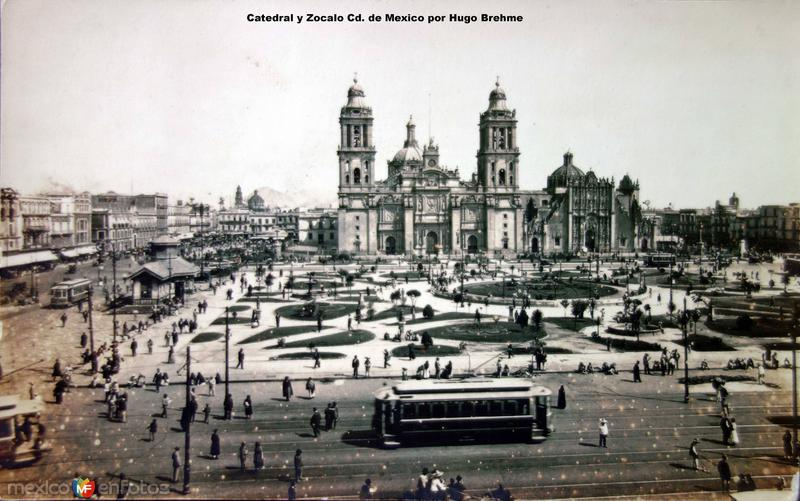 Catedral y Zocalo por el Fotógrafo Hugo Brehme.