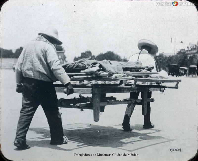Tipos Mexicanos Trabajadores de Mudanzas Ciudad de México.