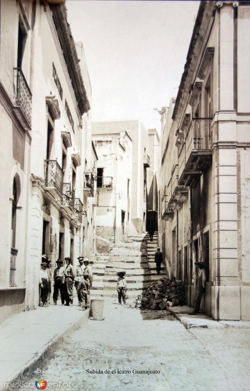 Subida de el teatro Guanajuato ( Circulada el 9 de Febrero de 1926 ).