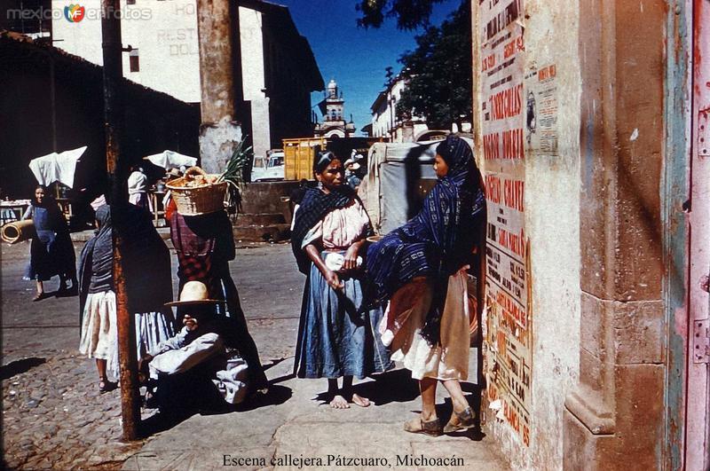 Escena callejera en Pátzcuaro, Michoacán.