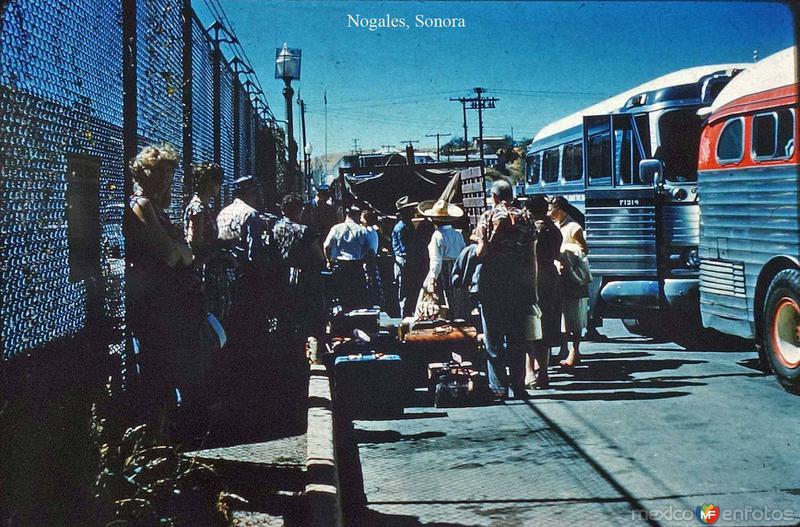 En la linea fronteriza de Nogales, Sonora.