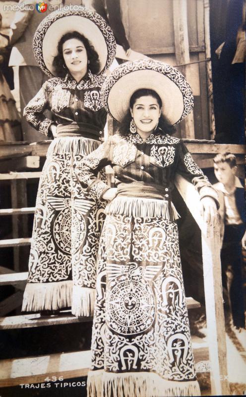 Tipos mexicanos trajes tipicos.
