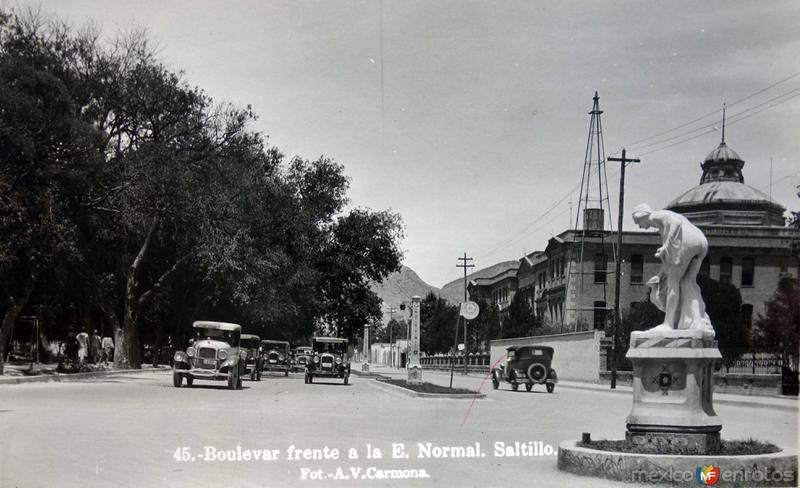 Boulevard frente a La E Normal.