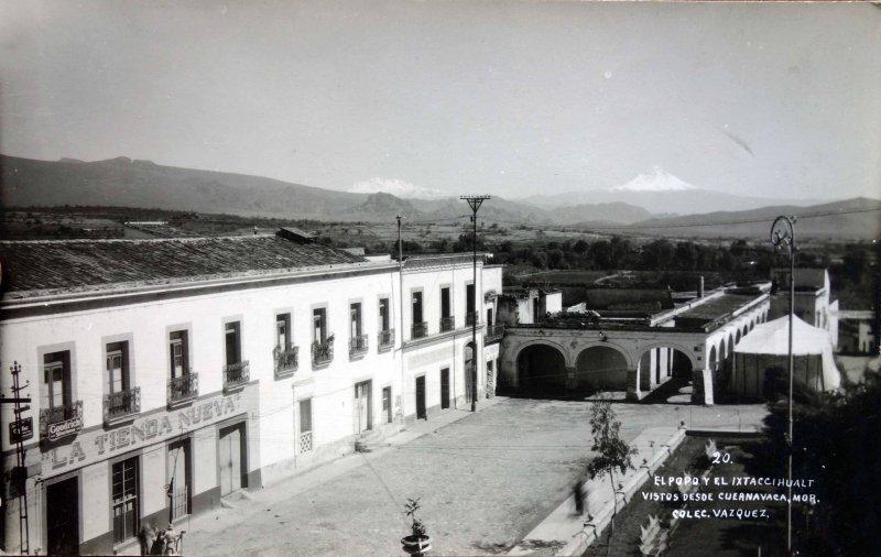 Los Volcanes Popocatepetl e Ixtaccihuatl vistos desde Cuernavaca, Morelos.