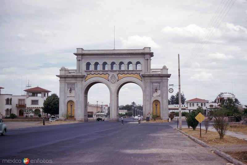 Arcos de Guadalajara (1954)