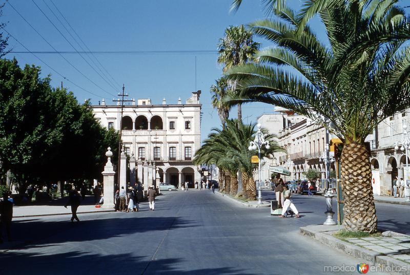 Calle Madero y Hotel Virrey de Mendoza (1954)