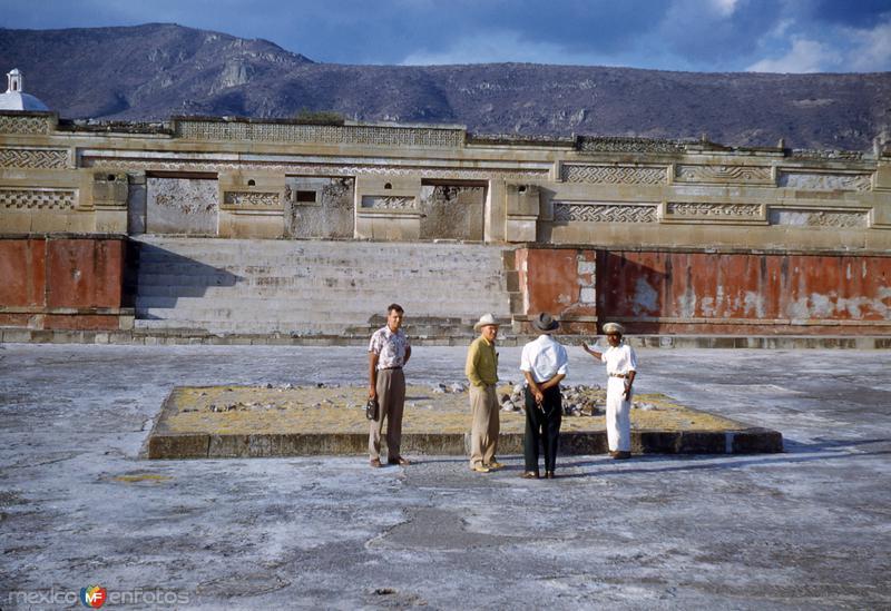 Ruinas de Mitla (1951)