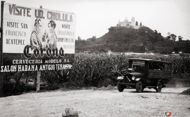 Autobús Puebla - Cholula y anuncio panorámico
