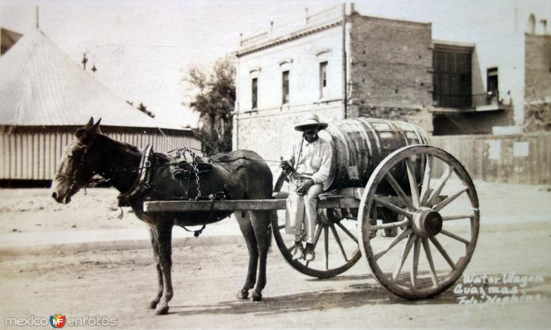 Tipos Mexicanos vendedor de agua por el fotografo Hopkins. ( Circulada el 29 de Enero de 1913 )
