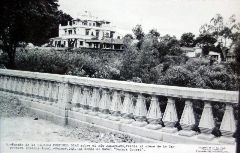 Puente de La Calzada Porfirio Diaz sobre el Rio Jalatlaco.