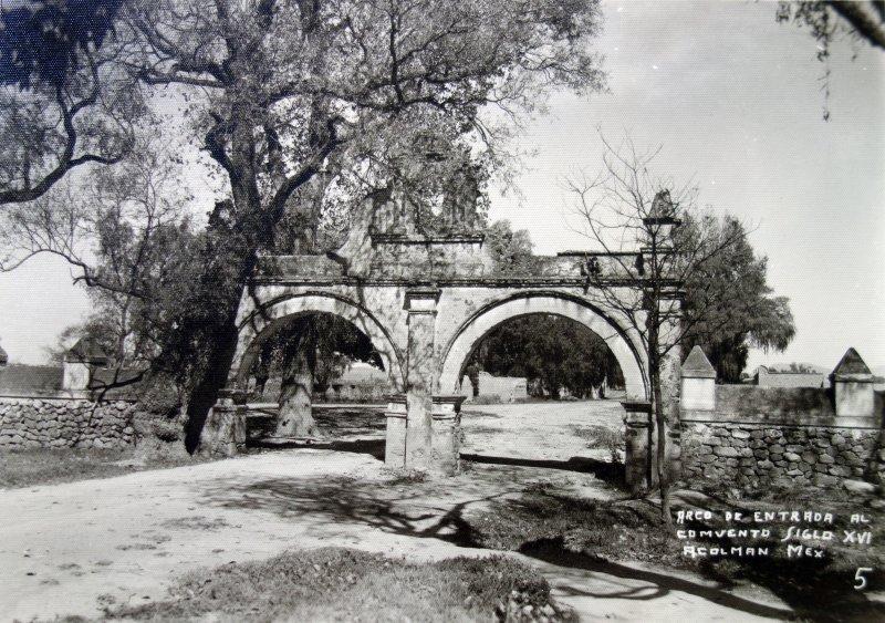 Arco de entrada  ( Circulada el 24 de Junio de 1952 ).