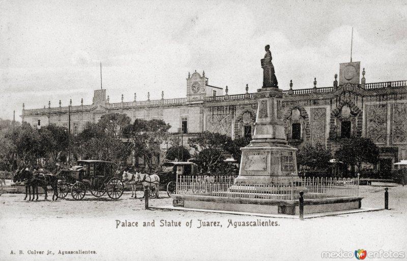 Palacio de Gobierno y Monumento a Juárez