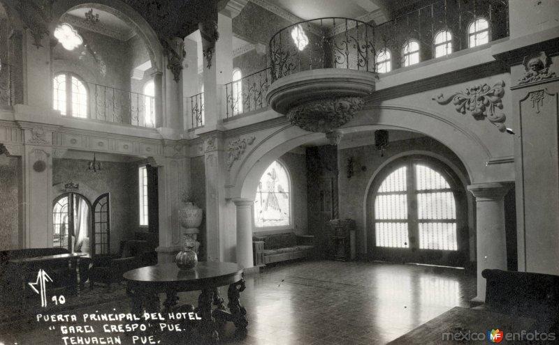 Puerta principal del Hotel Garci Crespo
