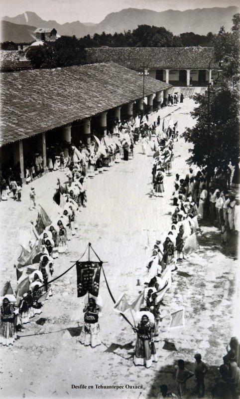 Desfile en Tehuantepec Oaxaca.