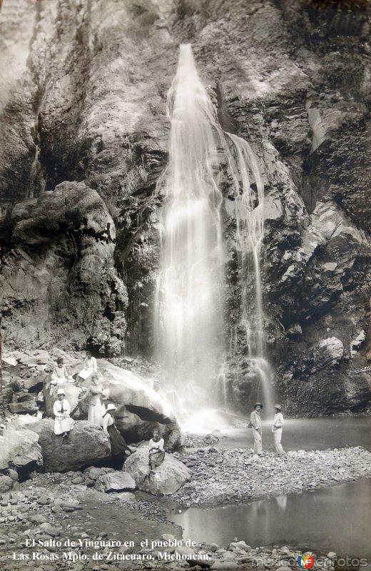 El Salto de Yinguaro en  el pueblo de Las Rosas Mpio. de Zitácuaro, Michoacán.( Fechada el 9 de Abril de 1933 ).