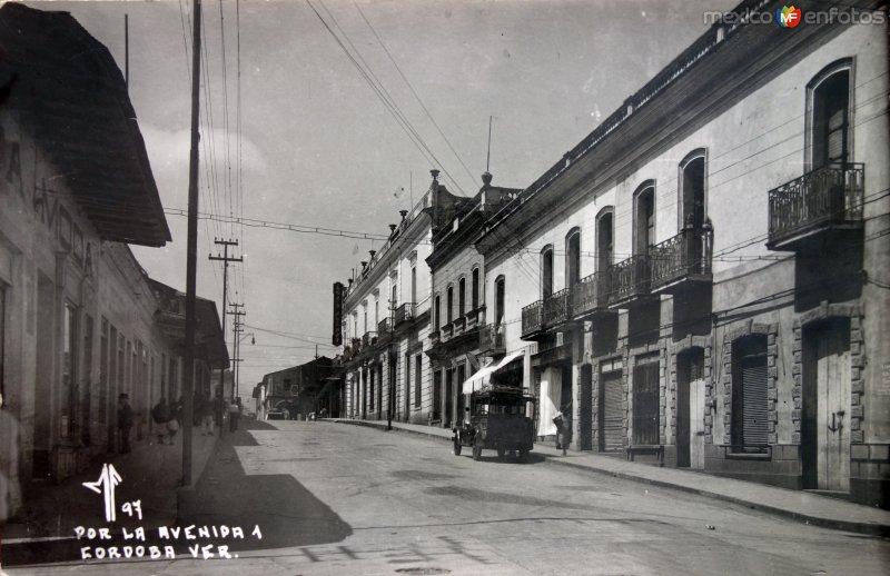 Por la Avenida 1. ( Circulada el 16 de Enero de 1938 ).