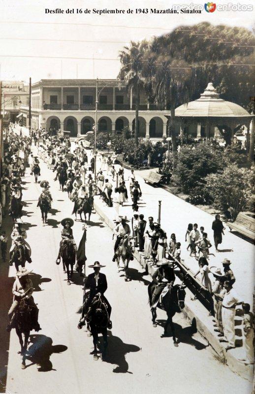 Desfile del 16 de Septiembre de 1943 Mazatlán, Sinaloa.