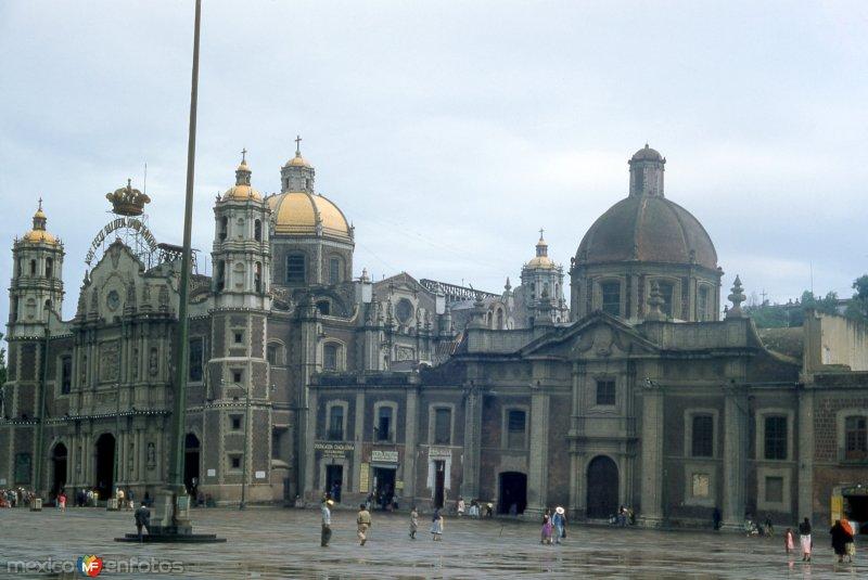La Villa de Guadalupe  en una tarde lluviosa Ciudad de México.