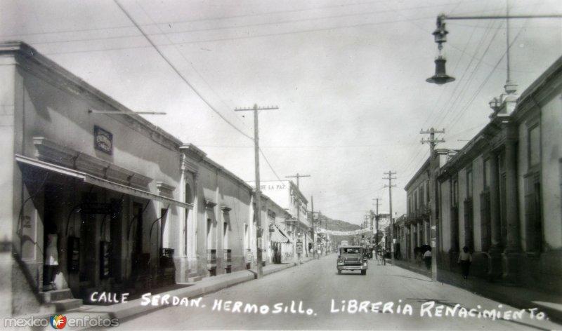 Calle Serdan y Libreria Renacimiento.