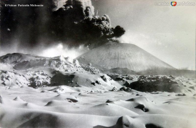 El Volcan En plena erupcion.