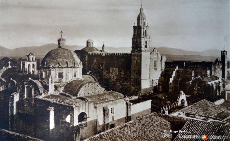 La Catedral por el Fotógrafo Hugo Brehme.