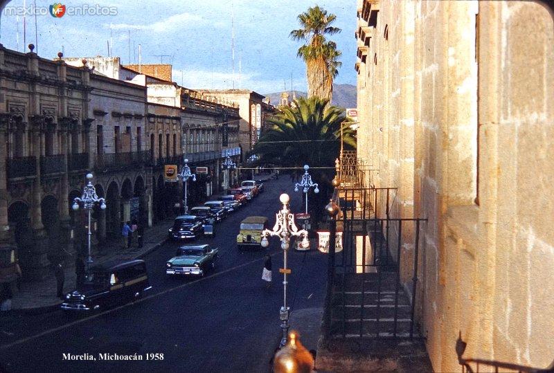 Escena callejera de Morelia, Michoacán 1958.