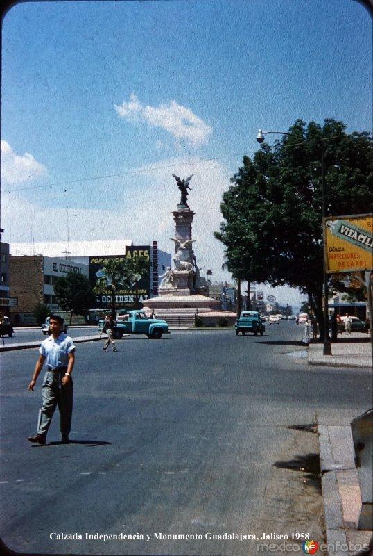 Calzada Independencia y Monumento Guadalajara, Jalisco 1958
