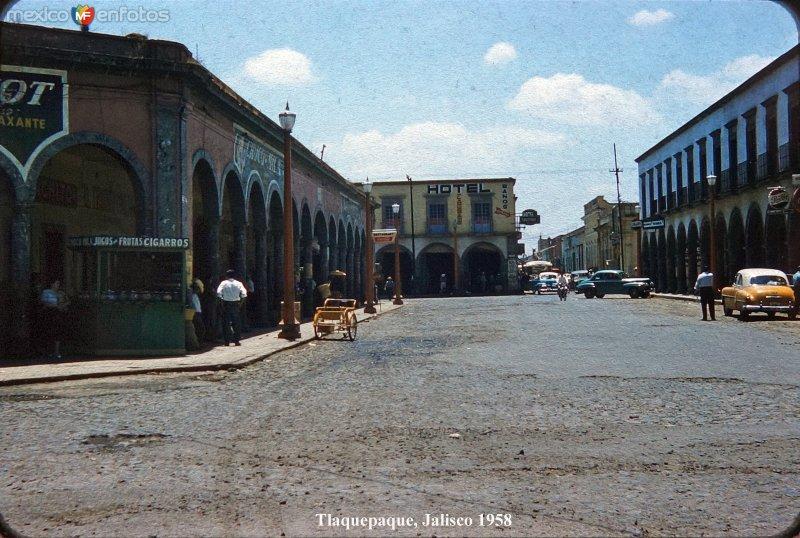 Escena callejera de Tlaquepaque, Jalisco 1958.