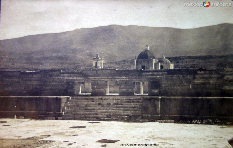 Mitla Oaxaca  por el Fotógrafo Hugo Brehme.