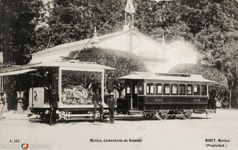 Tranvía en el Cementerio de Dolores